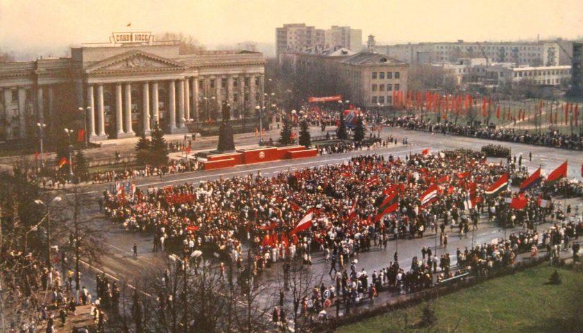 Цэнтральная плошча ў 1980-я.