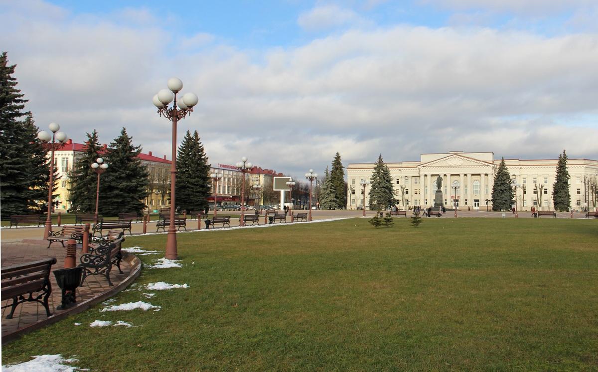 Цэнтральная плошча Маладзечна і сёння не страціла свайго статусу, і з'яўляецца візітнай карткай горада