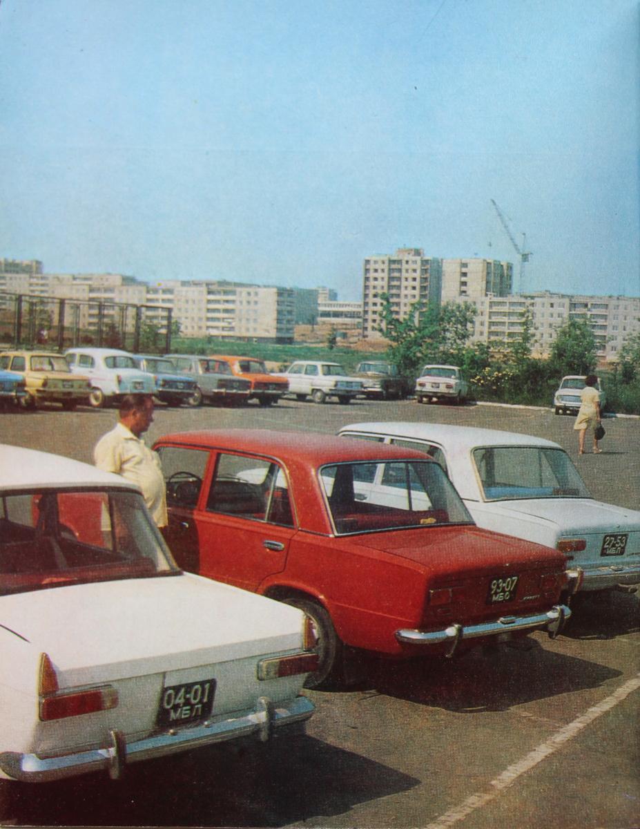 1980-я, аўтамабільная стаянка з відам на вуліцу Міра