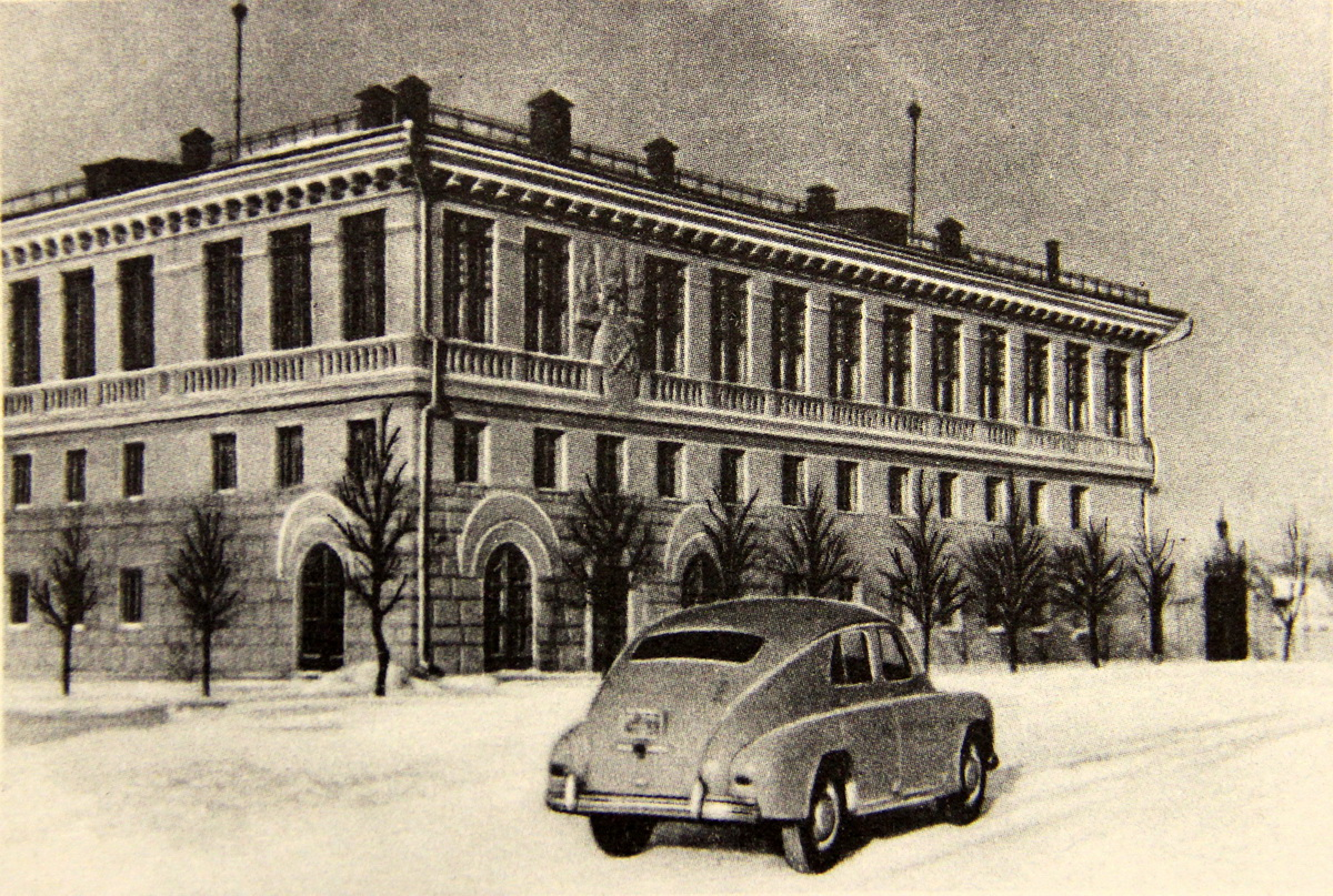 Былы абкам кампартыі і дом прафсаюзаў (цяпер музычная школа) на фота сярэдзіны 1950-х. Універмаг яшчэ не пабудаваны.