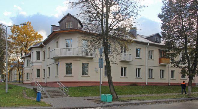 Дом з мемарыяльнай дошкай у гонар Ф.Р.Маркава