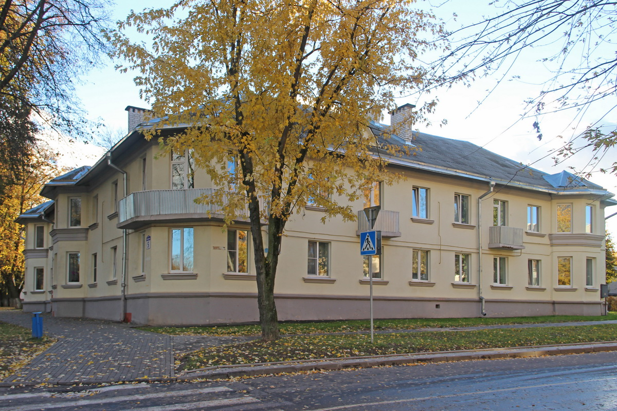 Вуглавы дом серыі 1-211 на рагу вуліц Машэрава і Вольнай